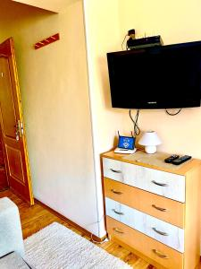 A television and/or entertainment centre at Barki Apartman