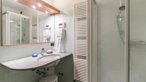 A bathroom at Hotel Pizzo Scalino