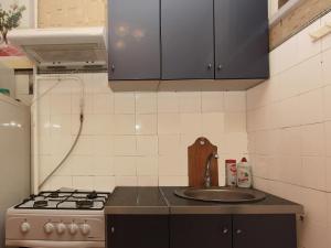 Кухня или мини-кухня в ApartLux Профсоюзная