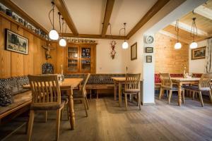 Ein Restaurant oder anderes Speiselokal in der Unterkunft Pension Gimpl