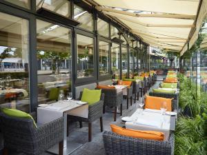 Een restaurant of ander eetgelegenheid bij Hilton Antwerp Old Town