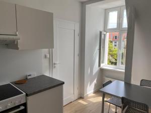 A kitchen or kitchenette at Apartament Oliwa