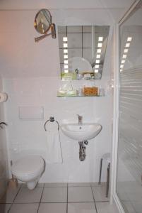 Ein Badezimmer in der Unterkunft Hotel Alte Schule