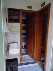A bathroom at Praia do Forte Kauai Bahia