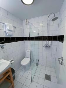 A bathroom at Lilland Brewery Hotel