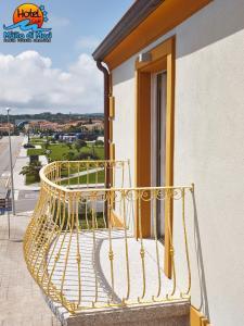 A balcony or terrace at Hotel Muita di Mari