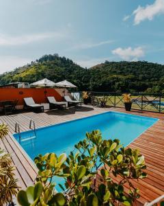 The swimming pool at or close to Pousada Arcadia