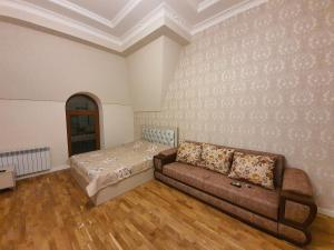 Uma área de estar em Guest Haus 2