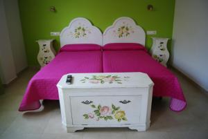 Cama o camas de una habitación en Hostal Peñacárdena