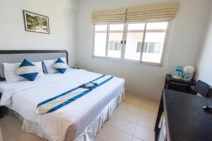 A bed or beds in a room at PP Charlie Beach Resort- SHA Plus