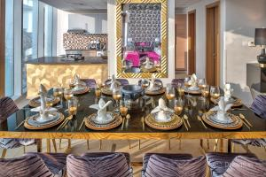 A restaurant or other place to eat at Dream Inn Apartments - 48 Burj Gate Penthouses