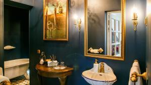 A bathroom at Vinoteegi Residents
