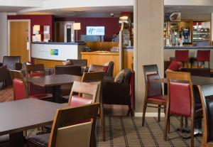 A restaurant or other place to eat at Holiday Inn Express London Chingford, an IHG Hotel