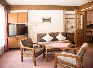 Ein Sitzbereich in der Unterkunft Haus Feichtner