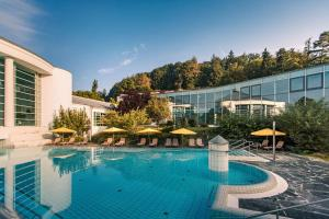 The swimming pool at or near Parkhotel Jordanbad