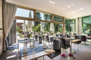A restaurant or other place to eat at Parkhotel Jordanbad