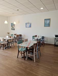 A restaurant or other place to eat at Albergue Melide
