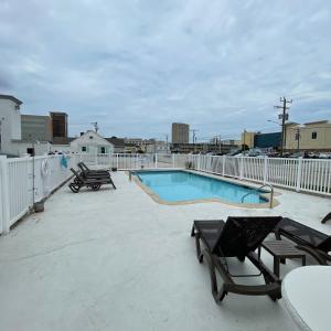 Oceans 2700の敷地内または近くにあるプール