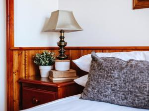 A bed or beds in a room at Astor Inn