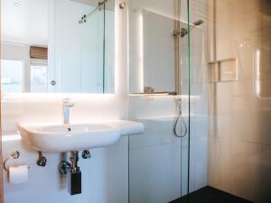 A bathroom at Astor Inn