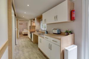 A kitchen or kitchenette at St Helens Coastal Resort
