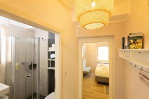 A bathroom at Little Suite Apartments