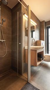 A bathroom at UplandParcs Winterberg