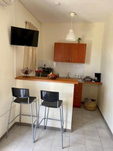 A kitchen or kitchenette at Stefano's Apartments *Daphne//*Olive