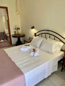 A bed or beds in a room at Stefano's Apartments *Daphne//*Olive
