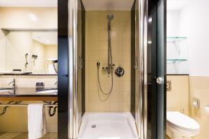 A bathroom at Pullman Eindhoven Cocagne