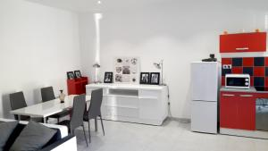 A kitchen or kitchenette at Apartment with 2 bedrooms in Marseille with terrace and WiFi 5 km from the beach