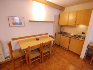 Cucina o angolo cottura di Locazione Turistica Palazzina Sole-3