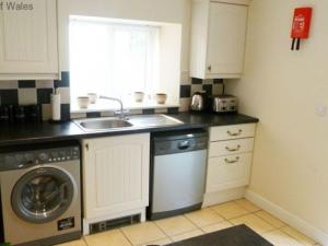 A kitchen or kitchenette at Holiday Home Cieline