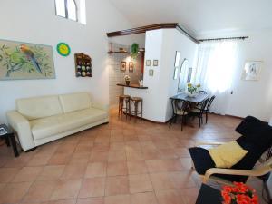 A seating area at Locazione Turistica Filipponi-2