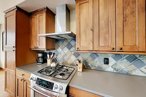A kitchen or kitchenette at Luxury Villa #301 Next To Resort Hot Tub & Great Views - FREE Activities & Equipment Rentals Daily
