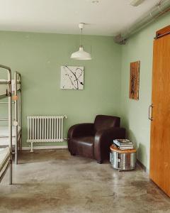 A seating area at Casa Carmina Hostel