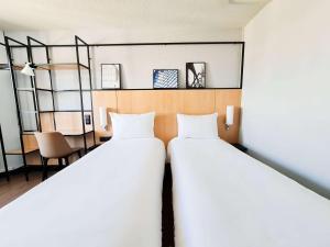 A bed or beds in a room at Ibis Paris Tour Eiffel Cambronne 15ème