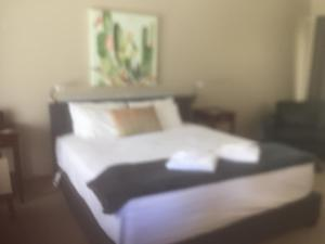 A bed or beds in a room at Buffalo Motel and Country Retreat