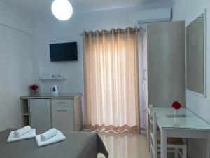 TV o dispositivi per l'intrattenimento presso Villa Erdeti Studio & Apartment