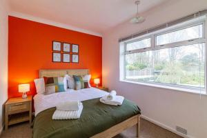 A bed or beds in a room at TruStay Apartments Nottingham