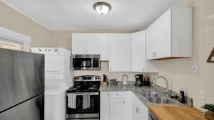 A kitchen or kitchenette at A Home Base for your Journey