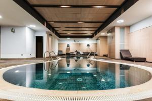 المسبح في فندق أوروبا أو بالجوار