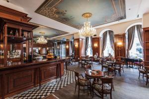 مطعم أو مكان آخر لتناول الطعام في فندق أوروبا