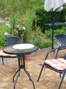 A seating area at Un studio à louer ds un endroit calme près de la ville de Dinant