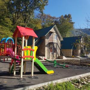 Детская игровая зона в База отдыха «Ореховая роща»
