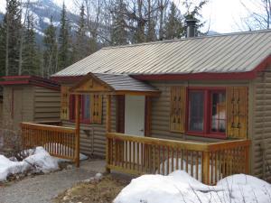 HI Rampart Creek Hostel during the winter