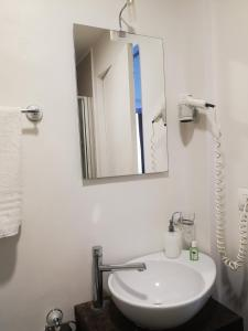 A bathroom at Hotel Valentino