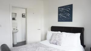 A bed or beds in a room at Sienna Family Holiday Apartments