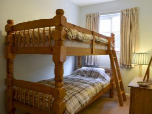 A bunk bed or bunk beds in a room at Cymbeline