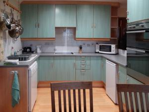 A kitchen or kitchenette at Scobach Lodge